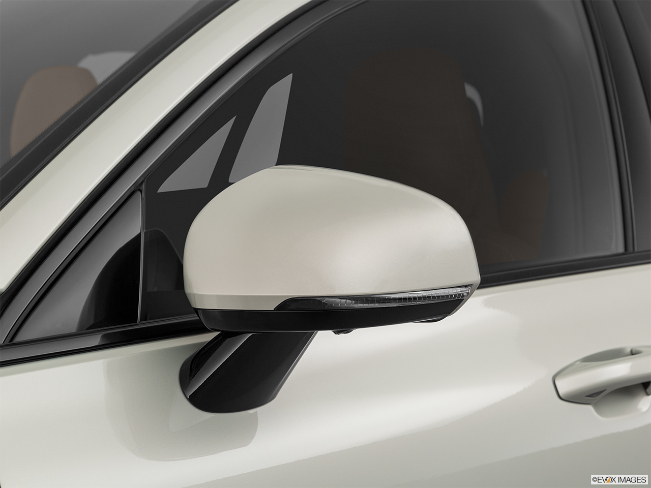 2020 Volvo V60 Cross Country T5 AWD Driver's side mirror, 3_4 rear