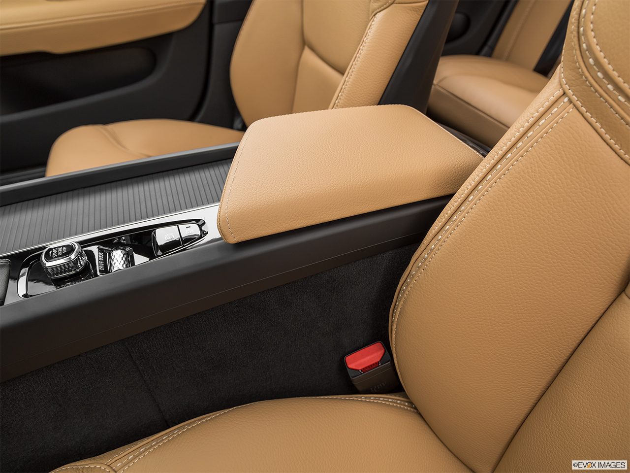 2020 Volvo V60 Cross Country T5 AWD Front center console with closed lid, from driver's side looking down