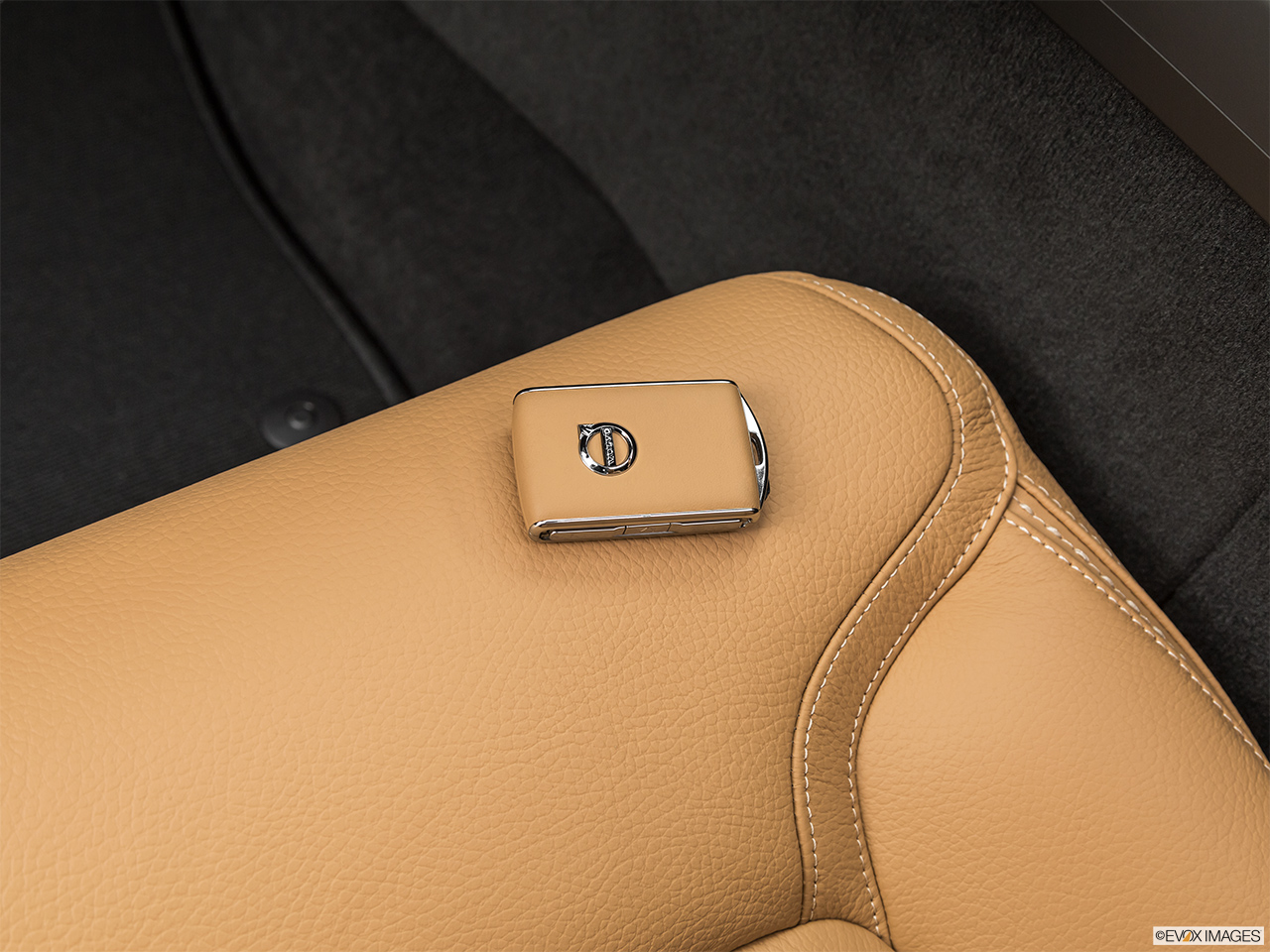 2020 Volvo V60 Cross Country T5 AWD Key fob on driver's seat.