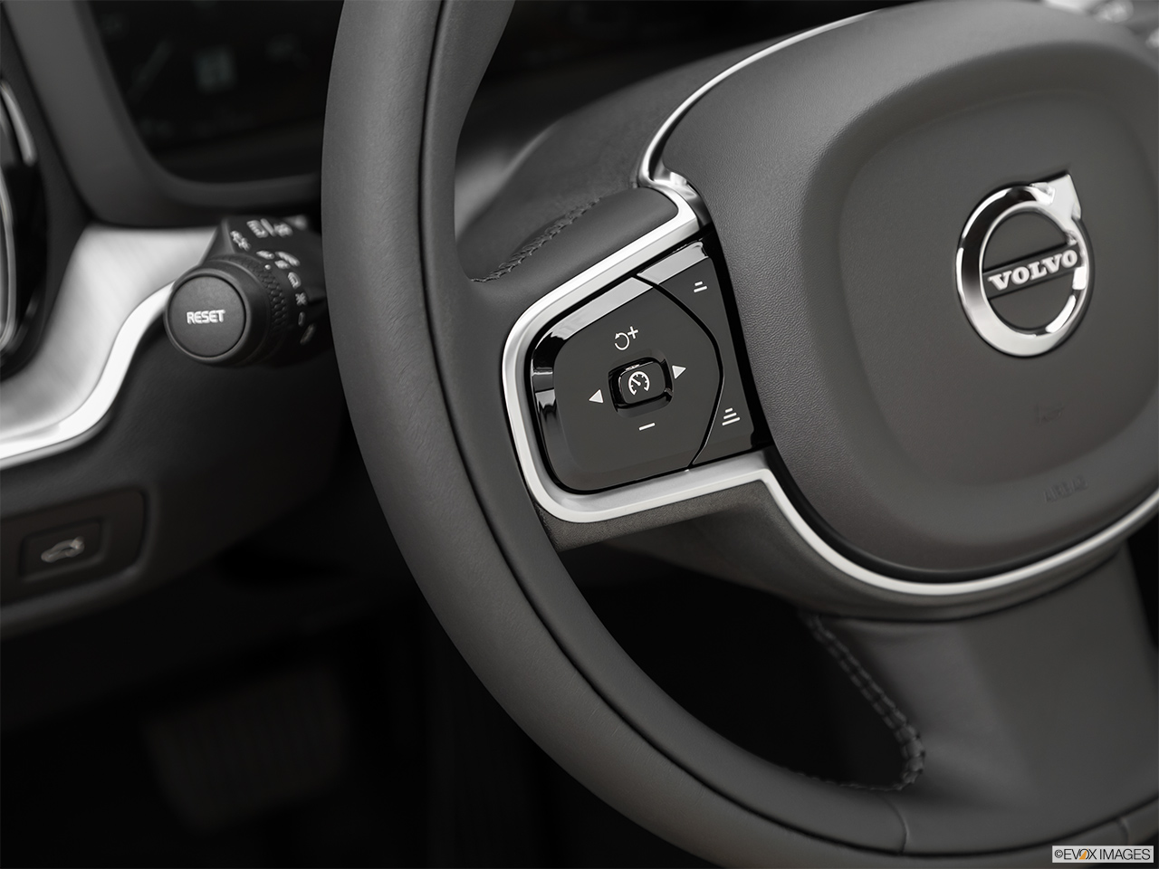 2020 Volvo V60 Cross Country T5 AWD Steering Wheel Controls (Left Side)