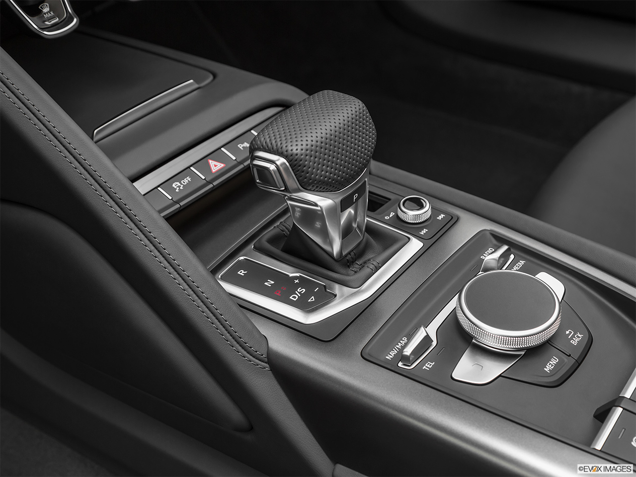 2020 Audi R8 Spyder V10 Gear shifter/center console.