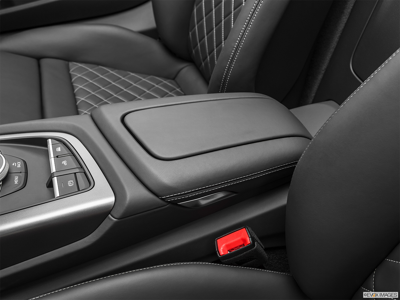 2020 Audi R8 Spyder V10 Front center console with closed lid, from driver's side looking down