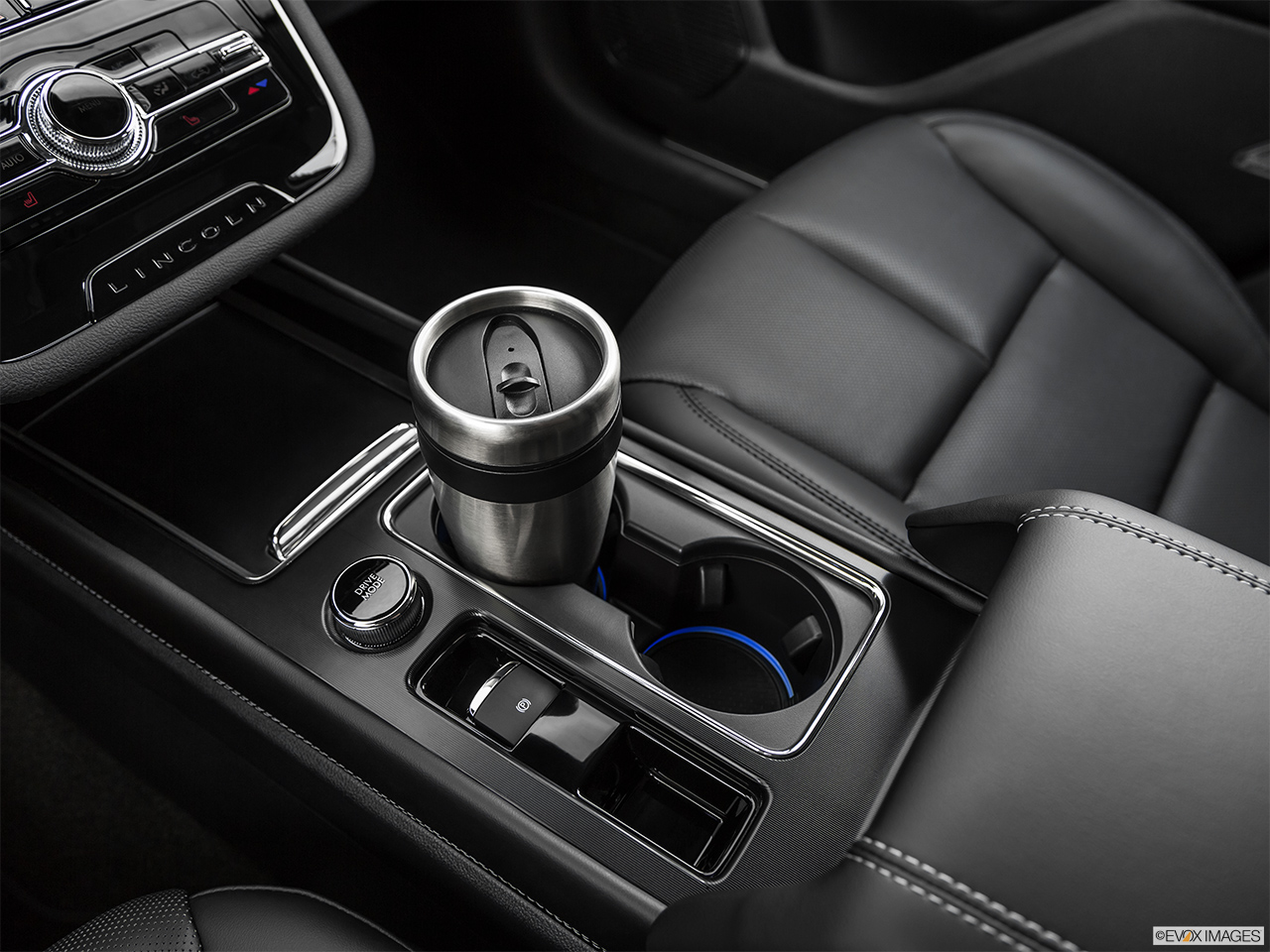 2020 Lincoln Corsair Standard Cup holder prop (primary).