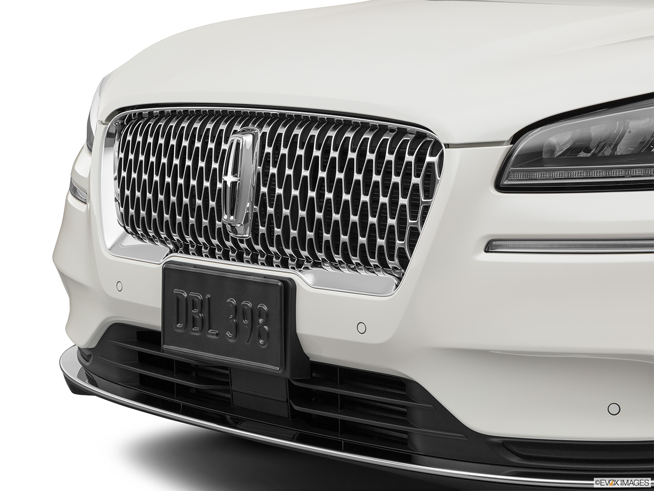 2020 Lincoln Corsair Standard Close up of Grill.