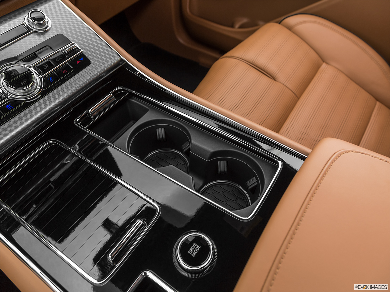 2020 Lincoln Aviator Black Label Cup holders.
