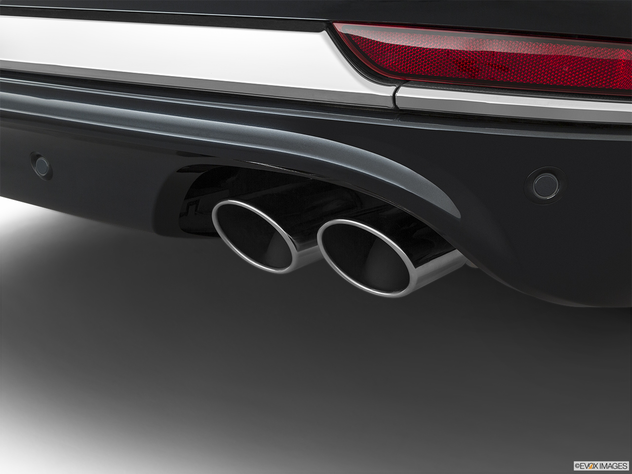 2020 Lincoln Aviator Black Label Chrome tip exhaust pipe.