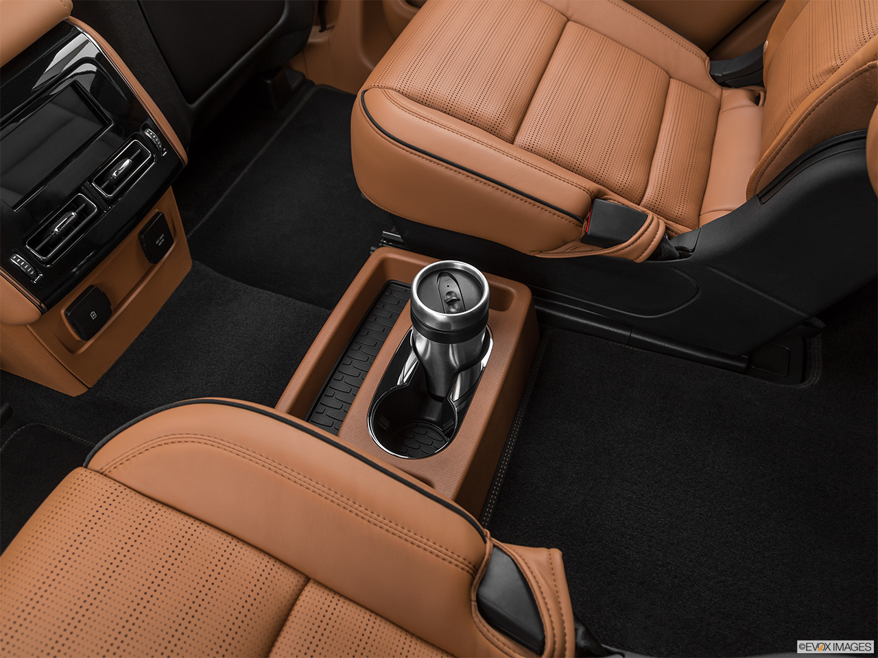 2020 Lincoln Aviator Black Label Cup holder prop (quaternary).