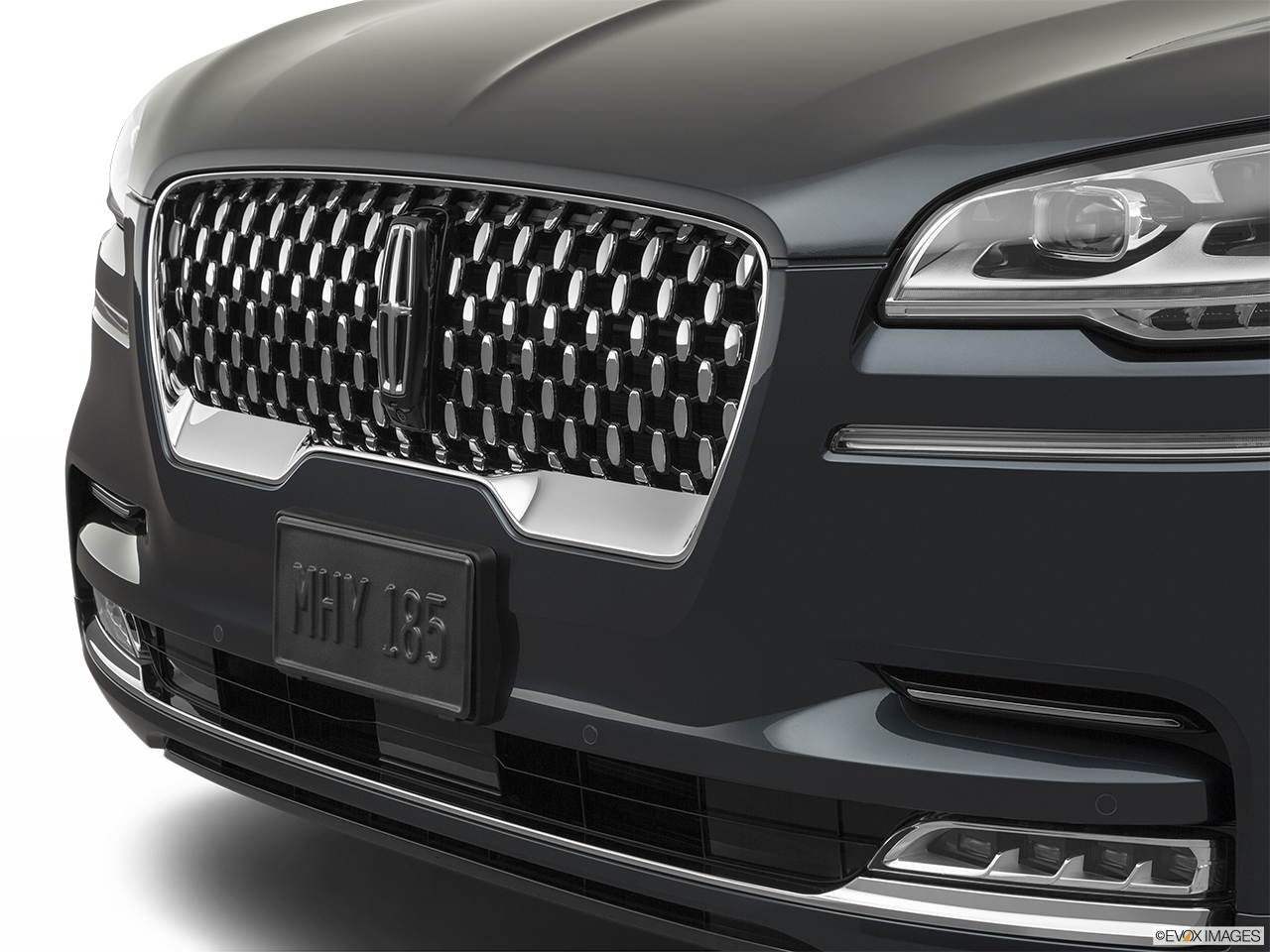 2020 Lincoln Aviator Black Label Close up of Grill.
