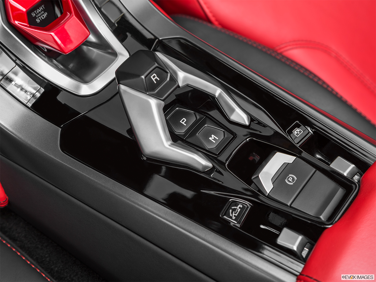 2019 Lamborghini Huracan Spyder LP580-2S Gear shifter/center console.