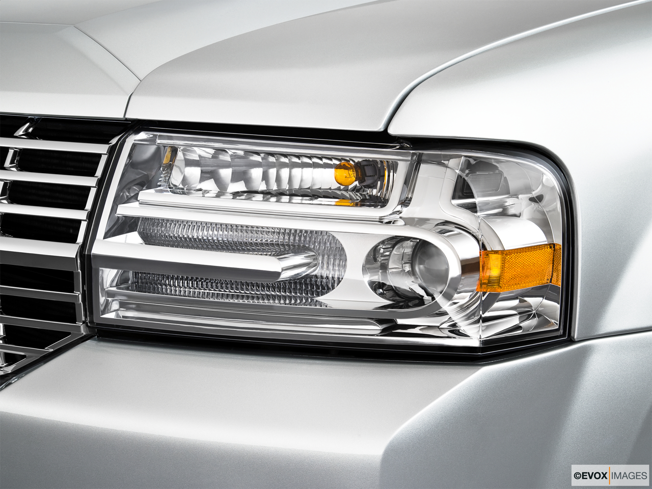 2010 Lincoln Navigator Base Drivers Side Headlight.