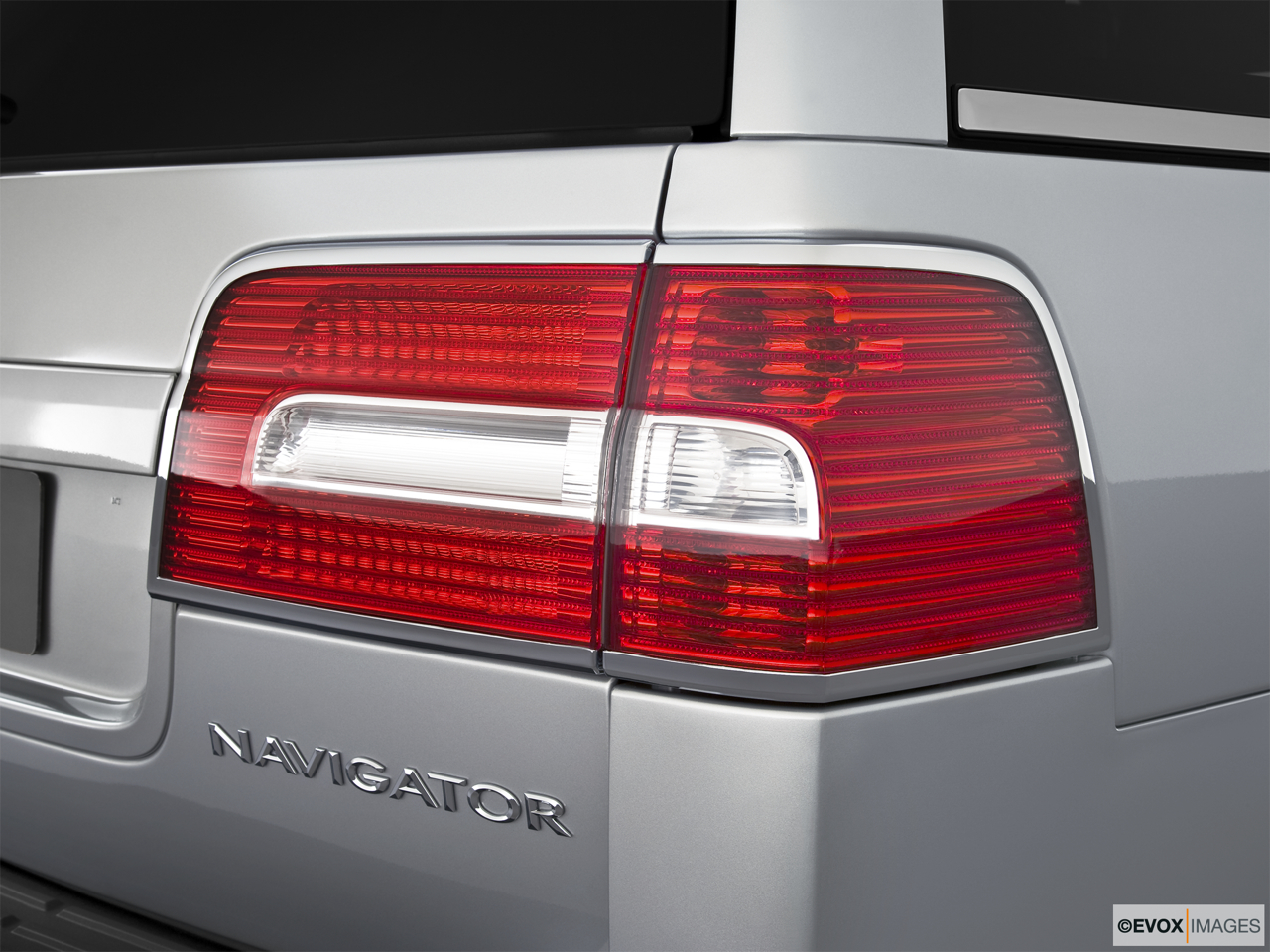 2010 Lincoln Navigator Base Passenger Side Taillight.