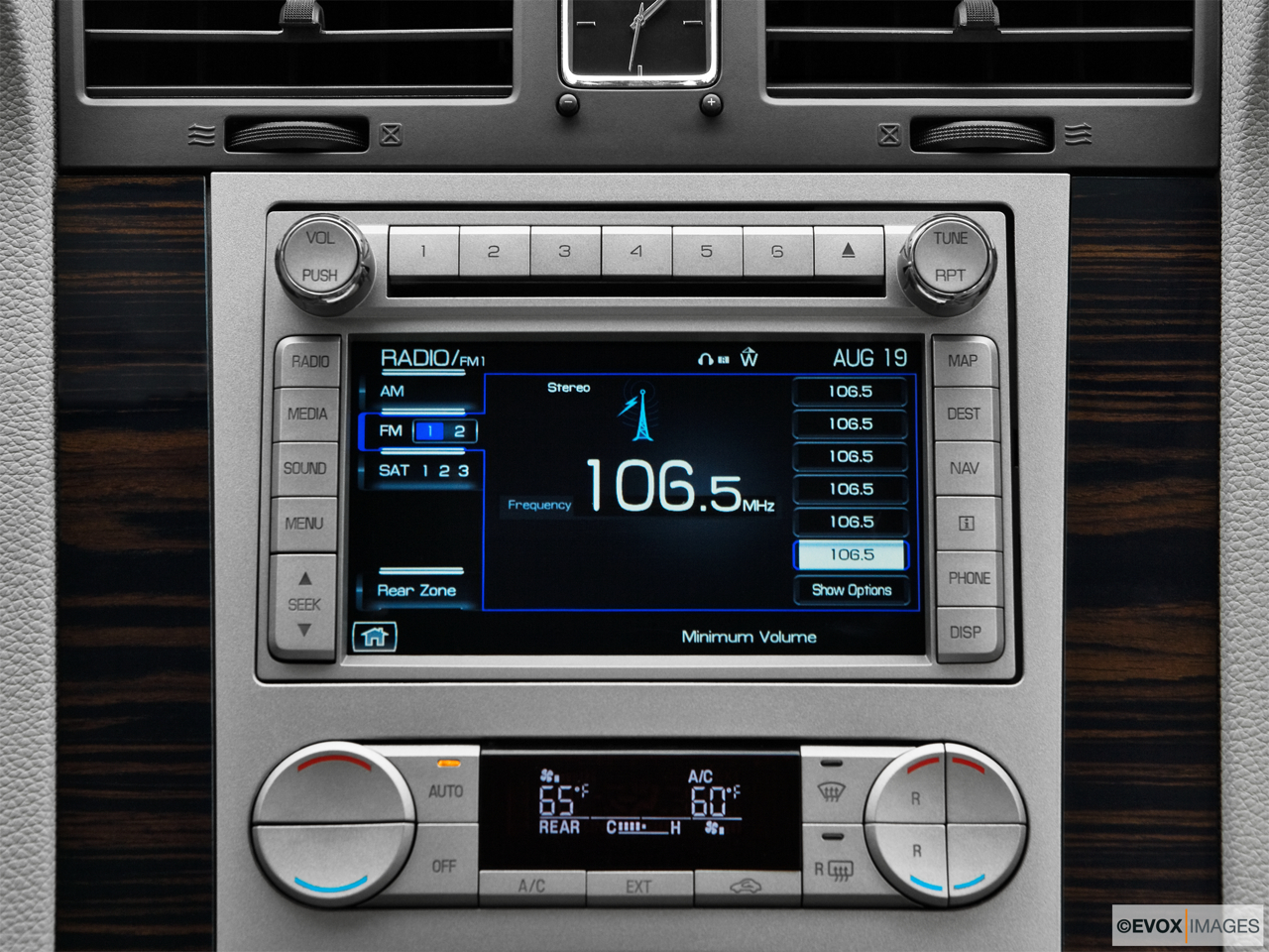 2010 Lincoln Navigator Base Closeup of radio head unit
