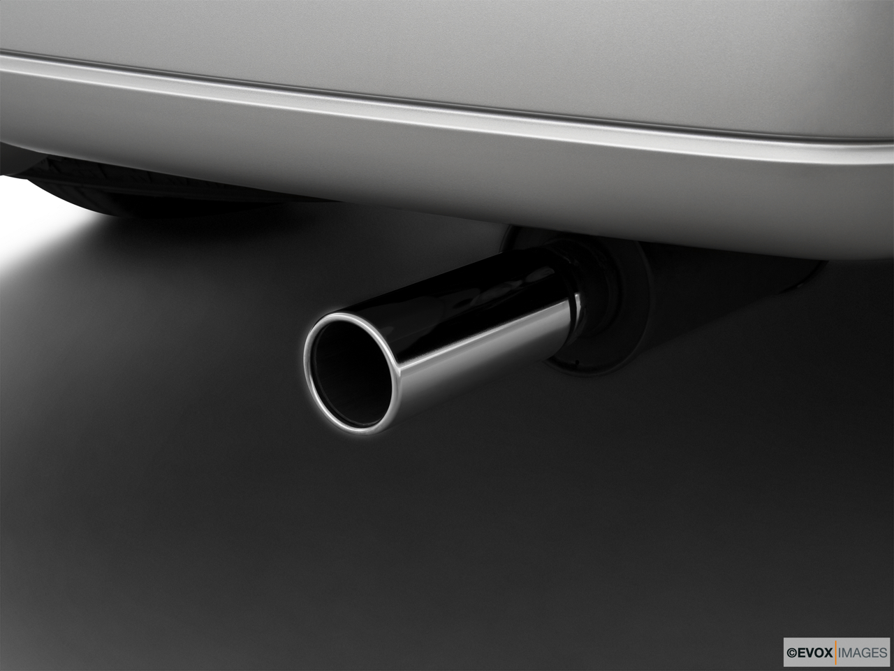 2010 Lincoln Navigator Base Chrome tip exhaust pipe.