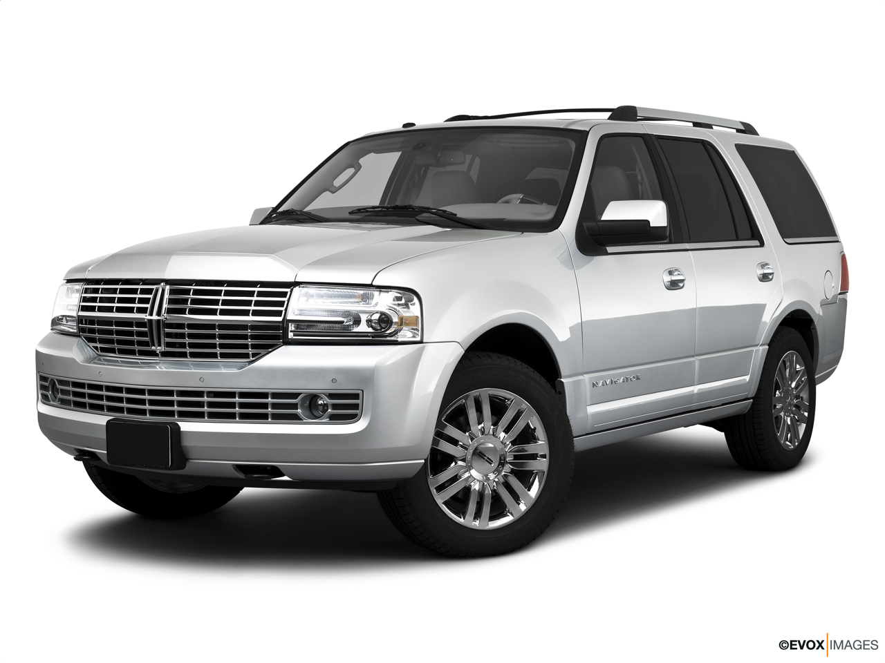 2010 Lincoln Navigator Base Front angle medium view.