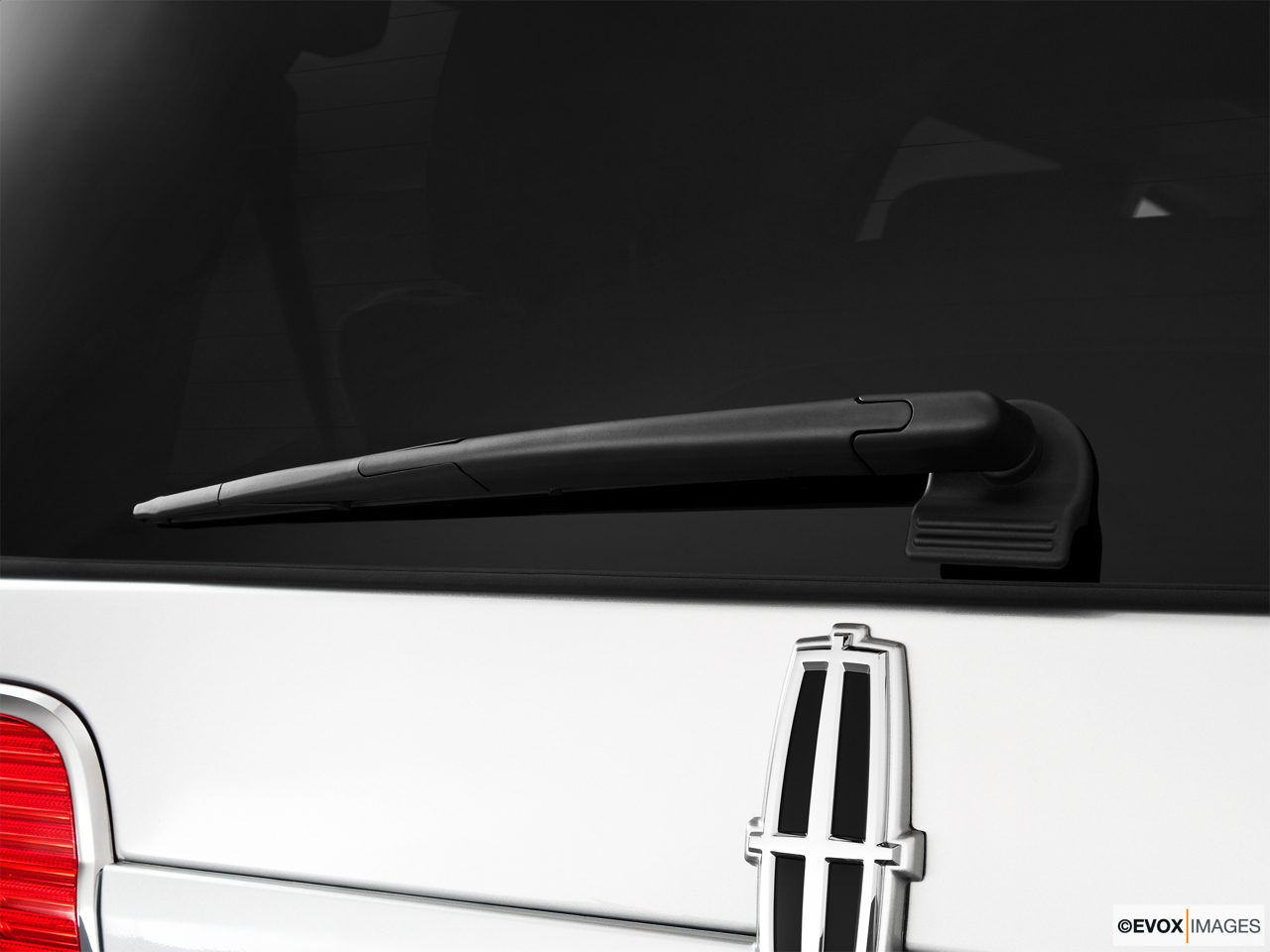 2010 Lincoln Navigator Base Rear window wiper