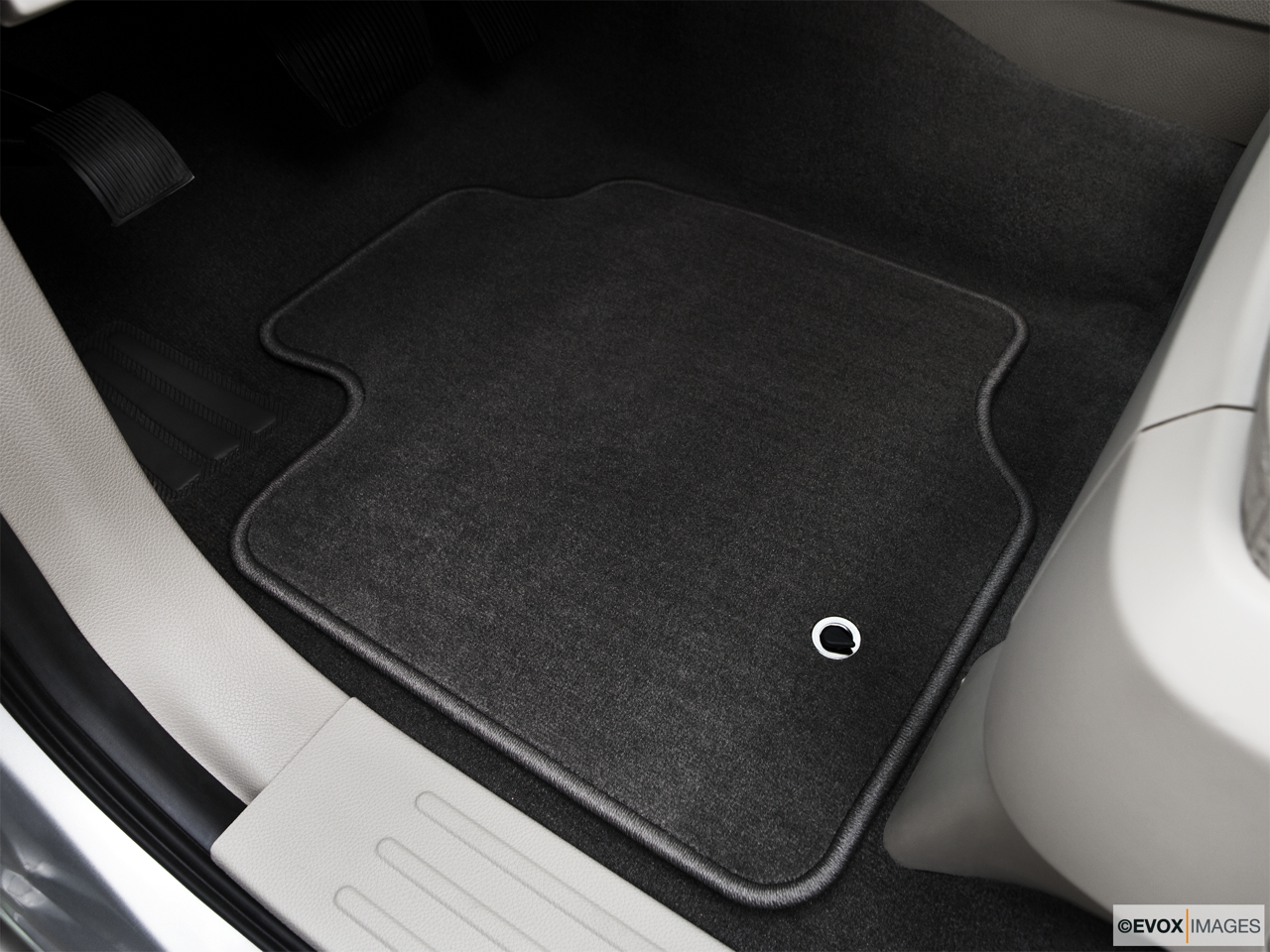 2010 Lincoln Navigator Base Driver's floor mat and pedals. Mid-seat level from outside looking in.