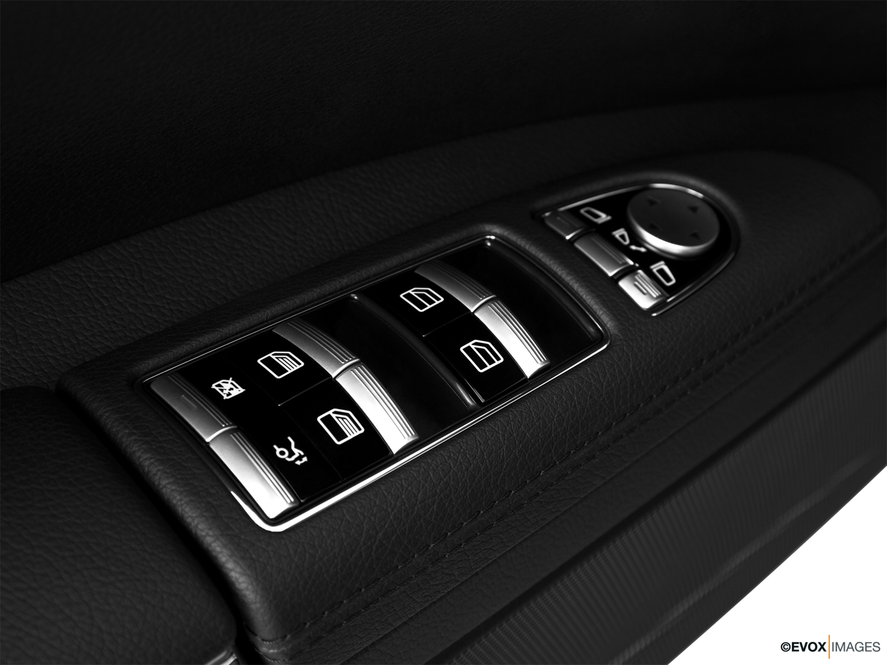 2010 Mercedes-Benz S-Class Hybrid S400 Driver's side inside window controls.