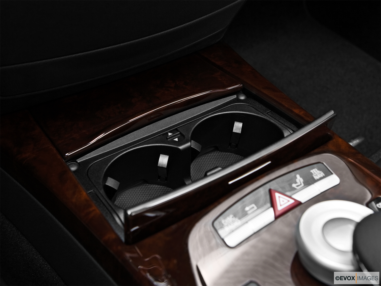 2010 Mercedes-Benz S-Class Hybrid S400 Cup holders.