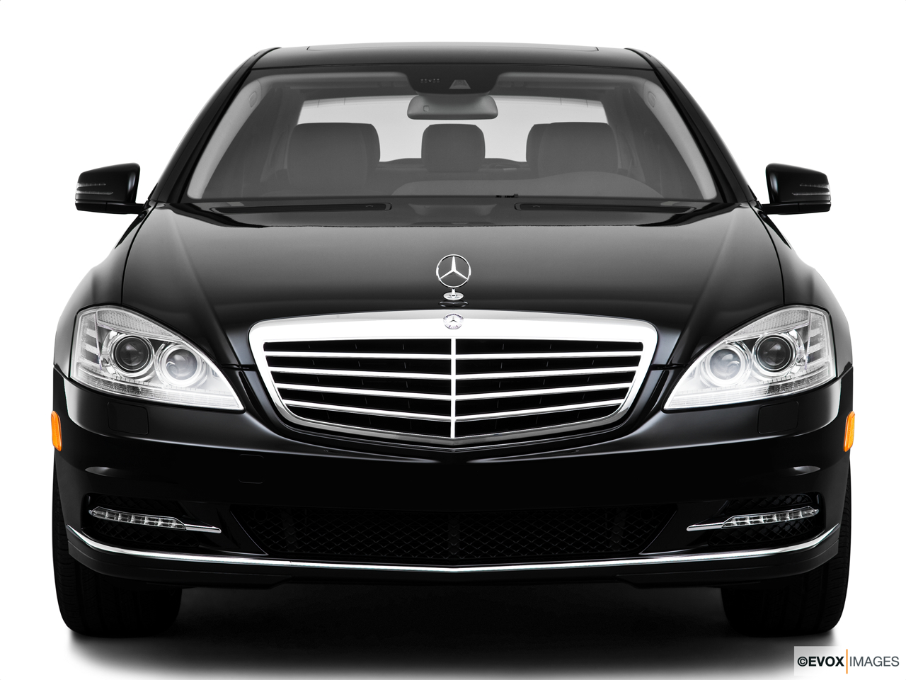 2010 Mercedes-Benz S-Class Hybrid S400 Low/wide front.