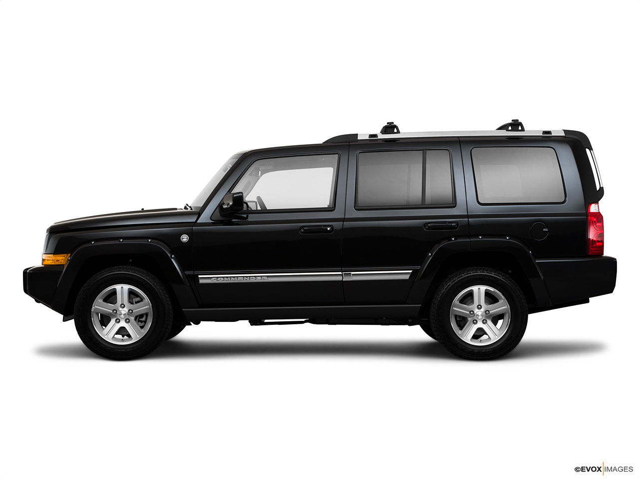 2021 Jeep Commander   Side