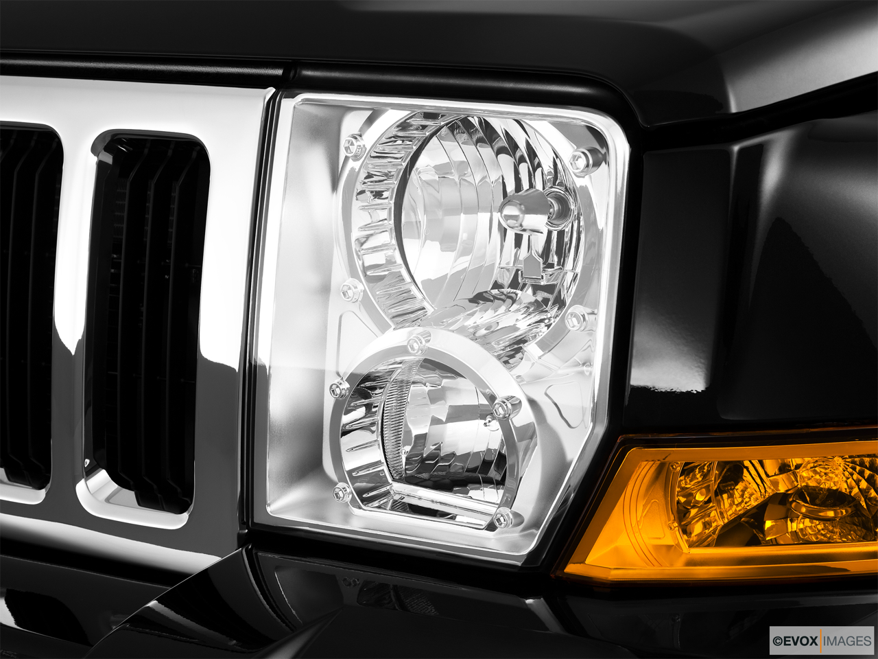 2010 Jeep Commander Limited Drivers Side Headlight.