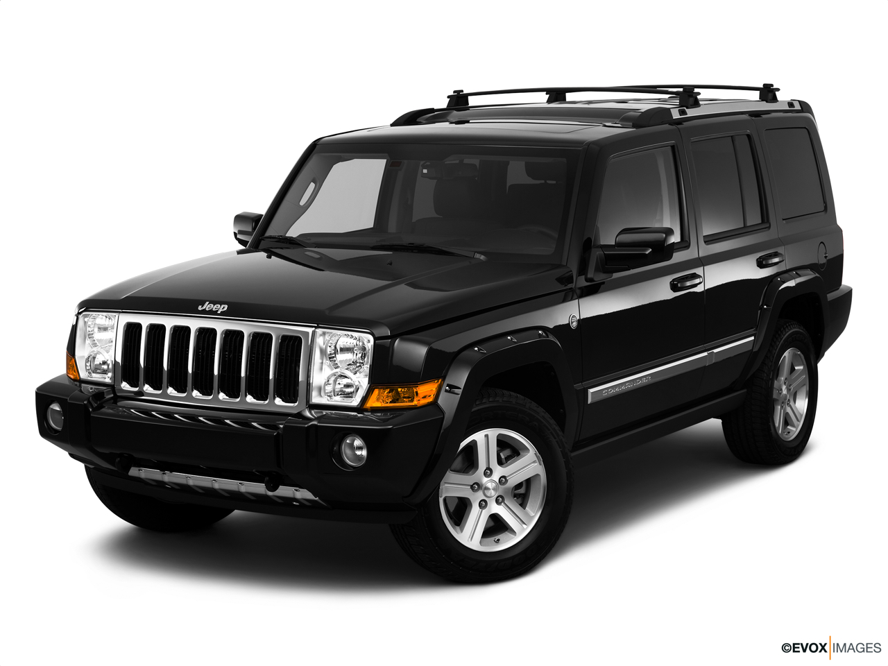 2010 Jeep Commander Limited Front angle view.