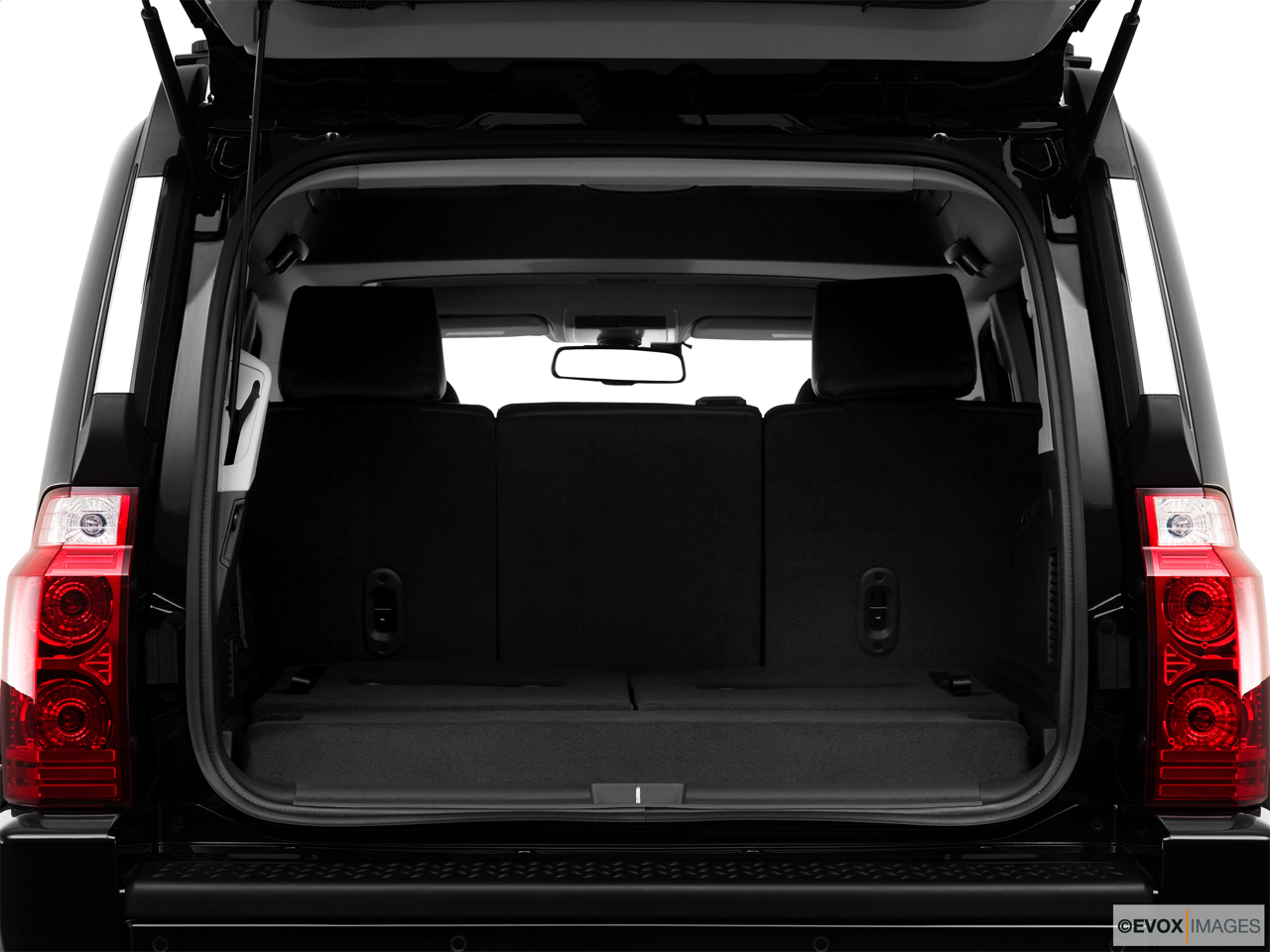 2010 Jeep Commander Limited Trunk open.