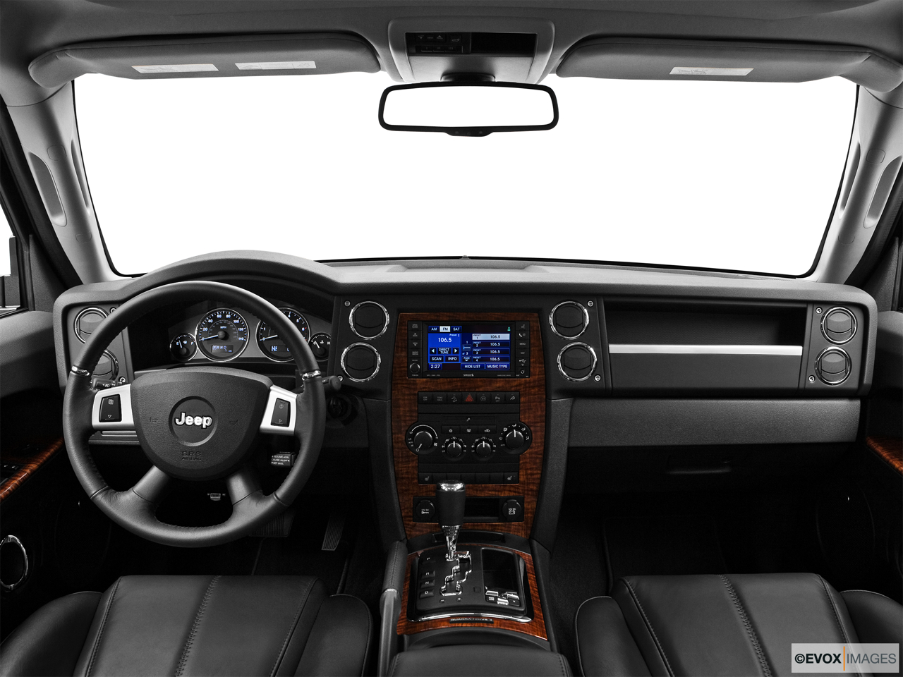 2010 Jeep Commander Limited Centered wide dash shot