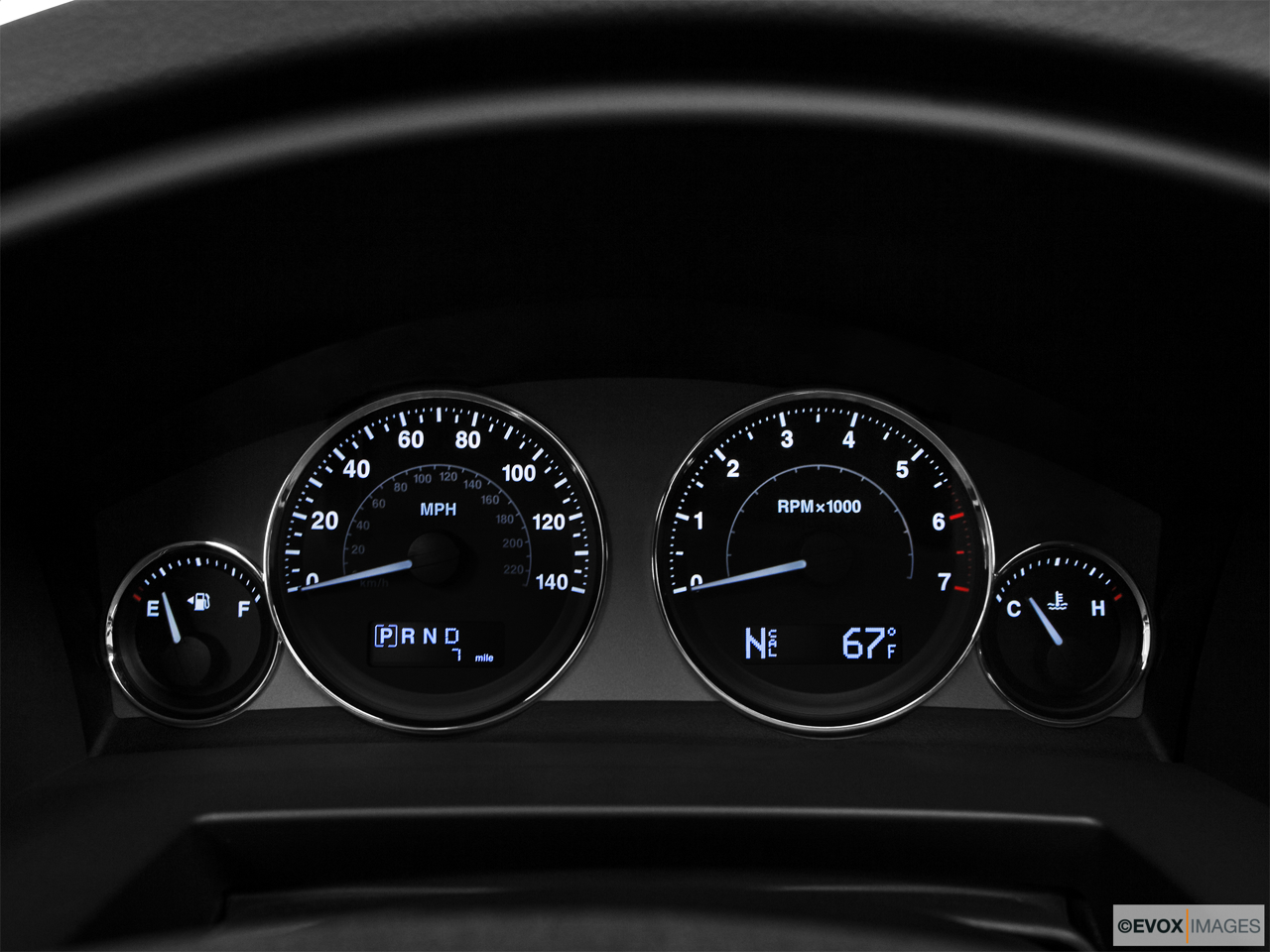 2010 Jeep Commander Limited Speedometer/tachometer.