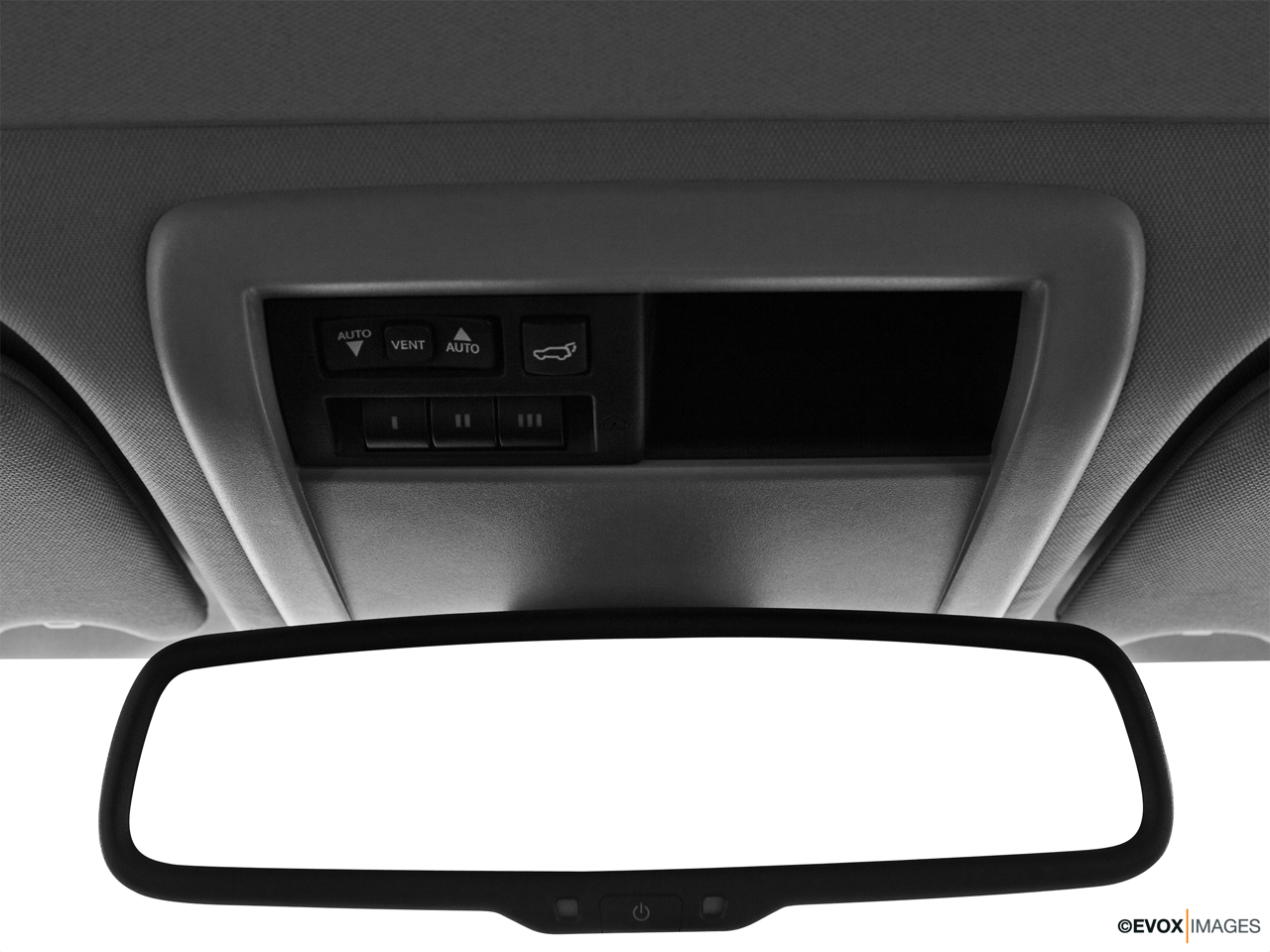 2010 Jeep Commander Limited Courtesy lamps/ceiling controls.