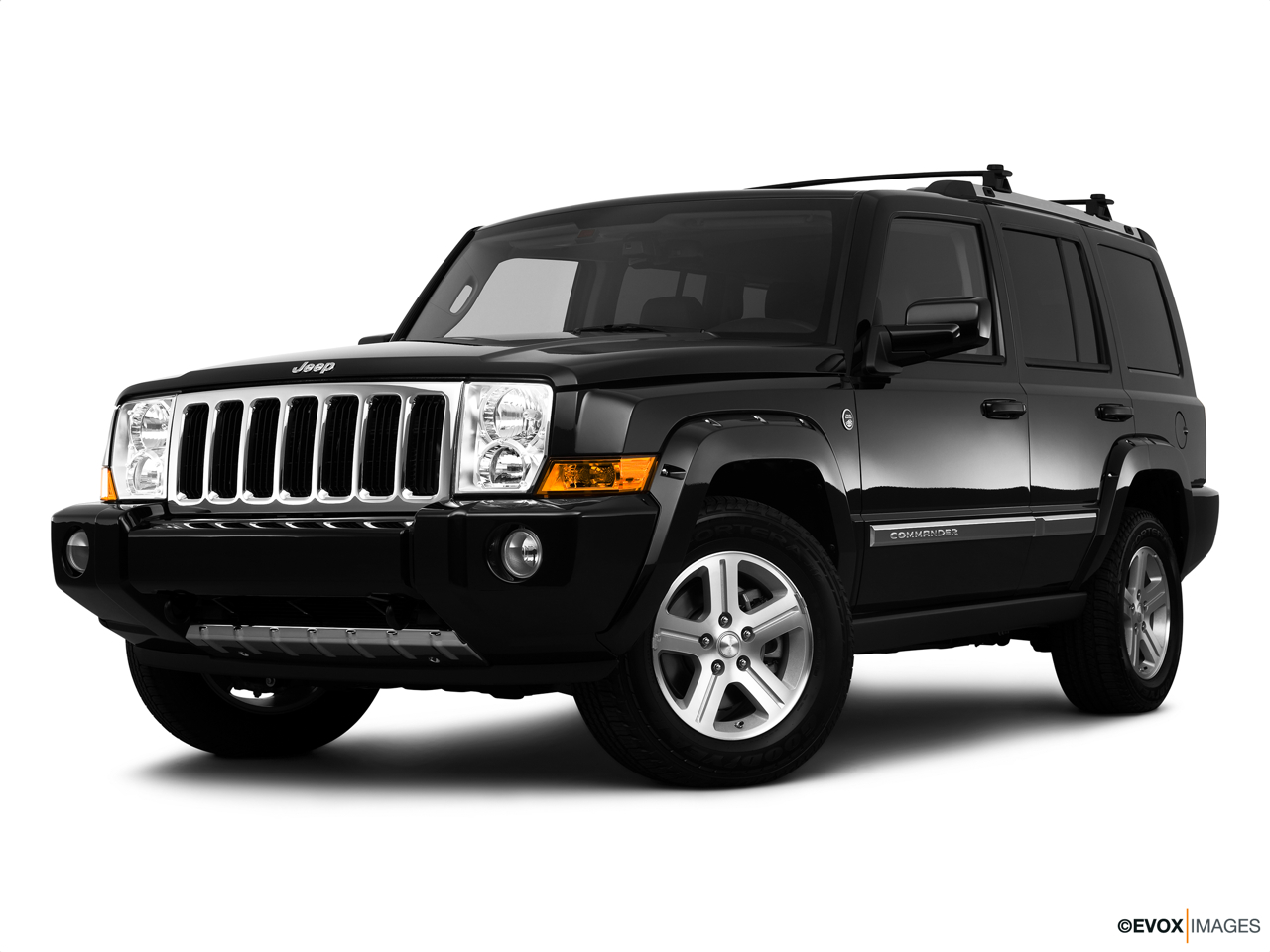 2010 Jeep Commander Limited Front angle medium view.