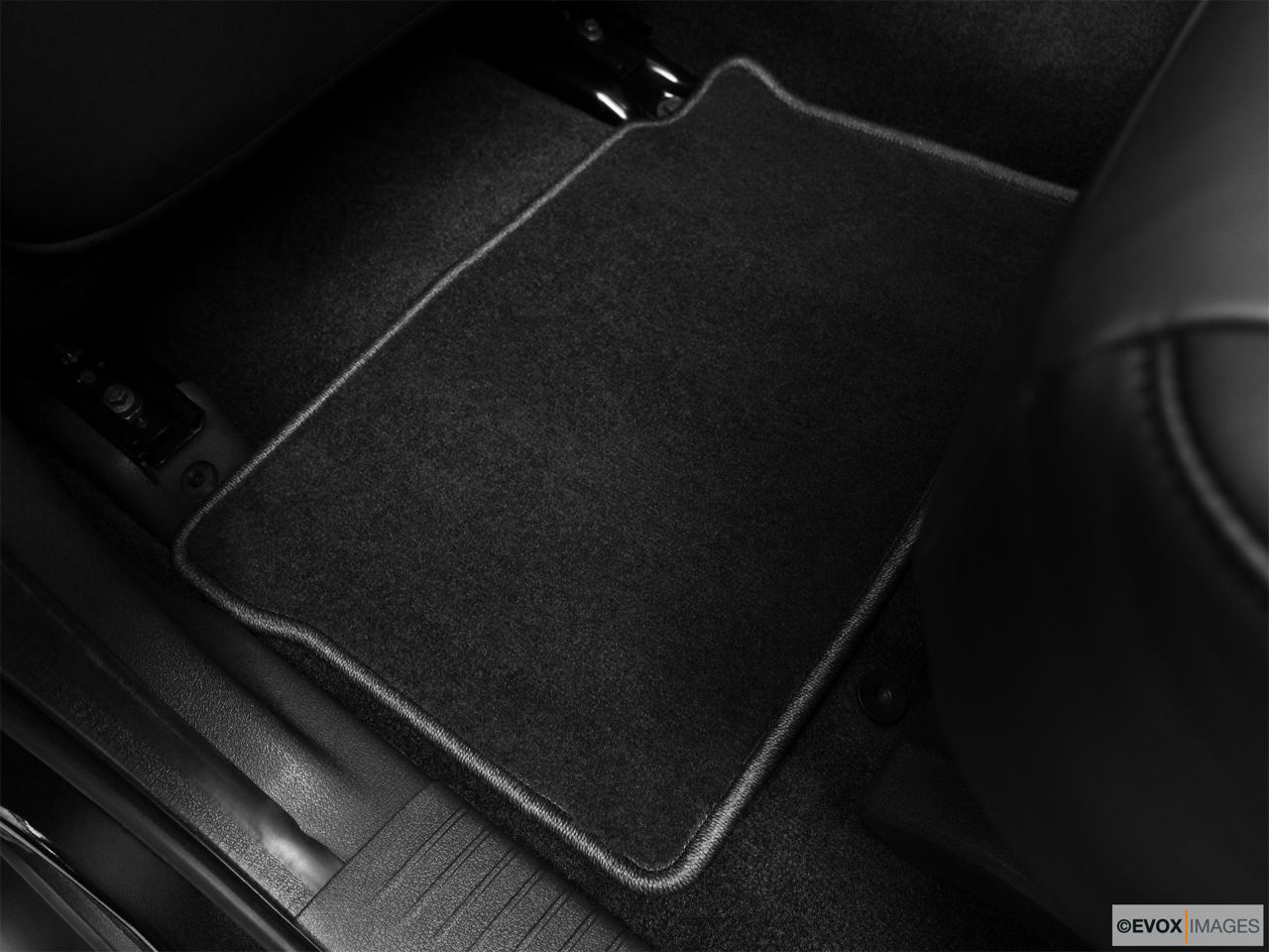 2010 Jeep Commander Limited Rear driver's side floor mat. Mid-seat level from outside looking in.