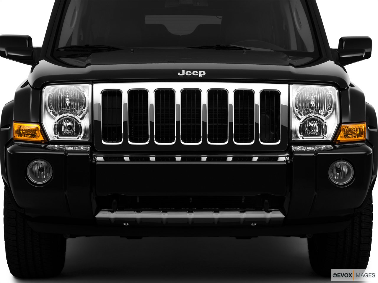 2010 Jeep Commander Limited Close up of Grill.