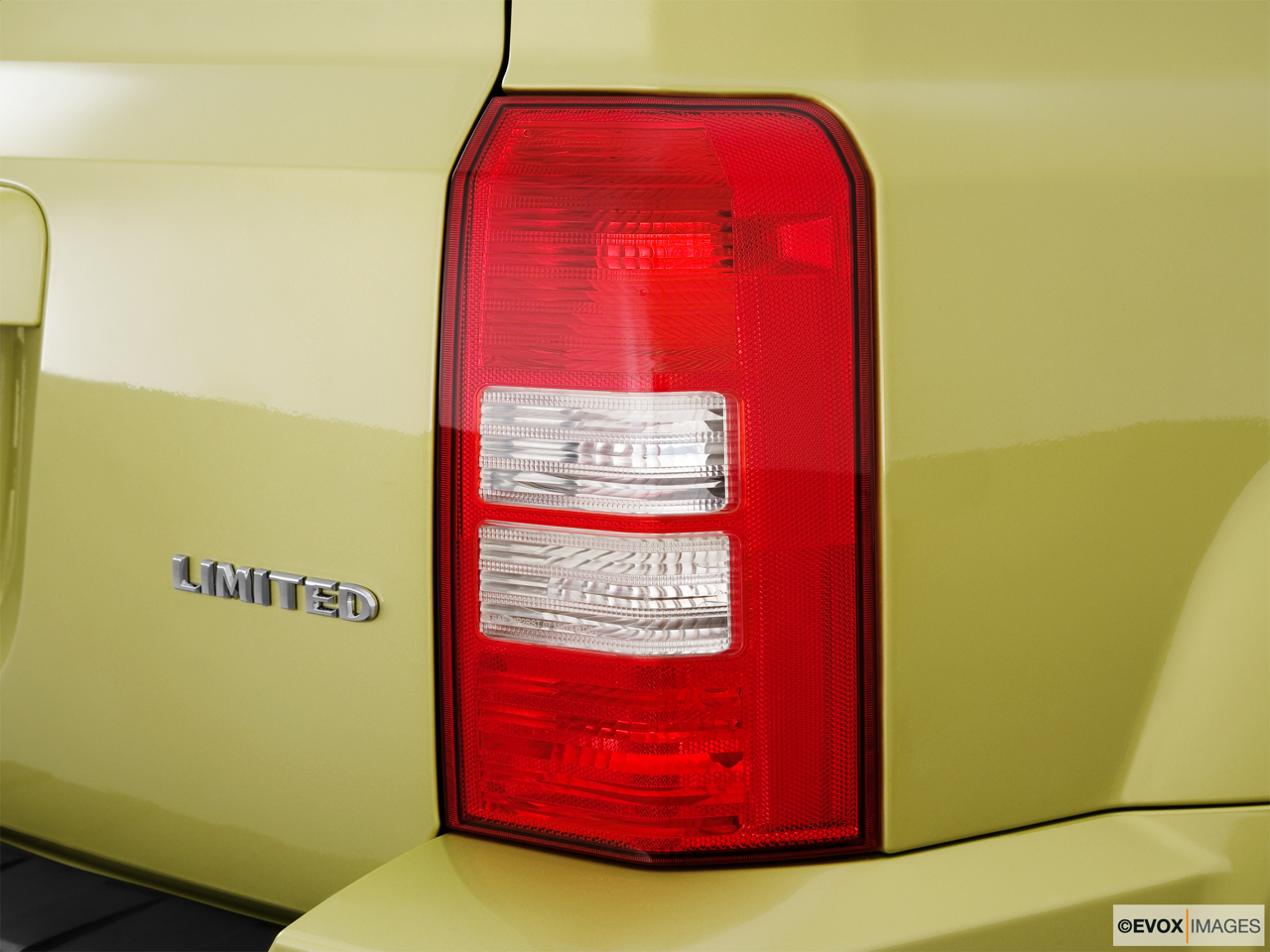 2010 Jeep Patriot Limited Passenger Side Taillight.
