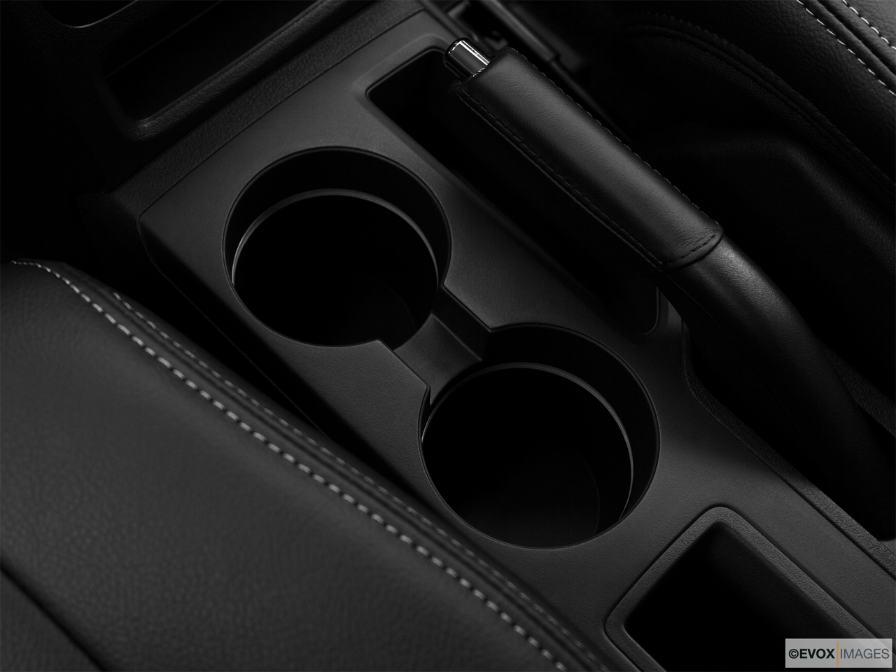 2010 Jeep Patriot Limited Cup holders.