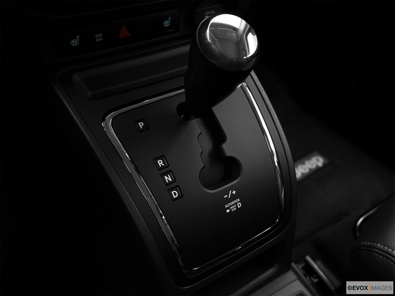 2010 Jeep Patriot Limited Gear shifter/center console.