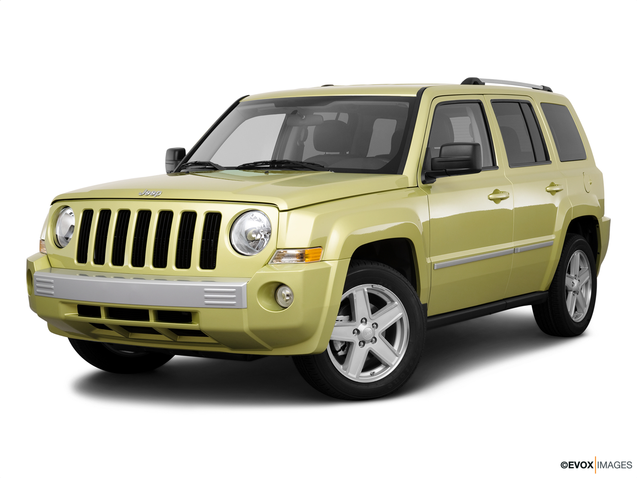 2010 Jeep Patriot Limited Front angle medium view.