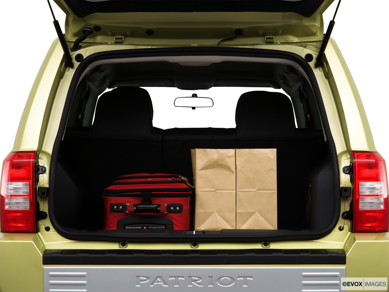 2010 Jeep Patriot Limited Trunk props.