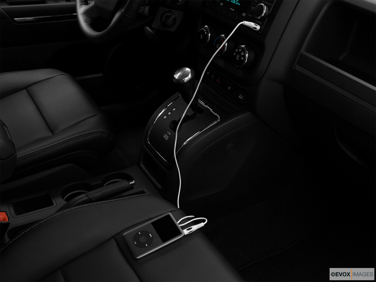 2010 Jeep Patriot Limited Auxiliary jack props.