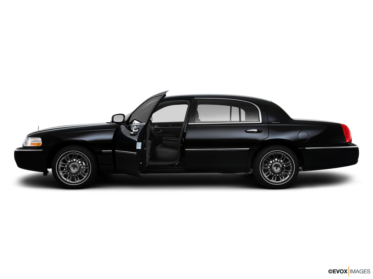 2010 Lincoln Town Car Signature L Driver's side profile with drivers side door open.