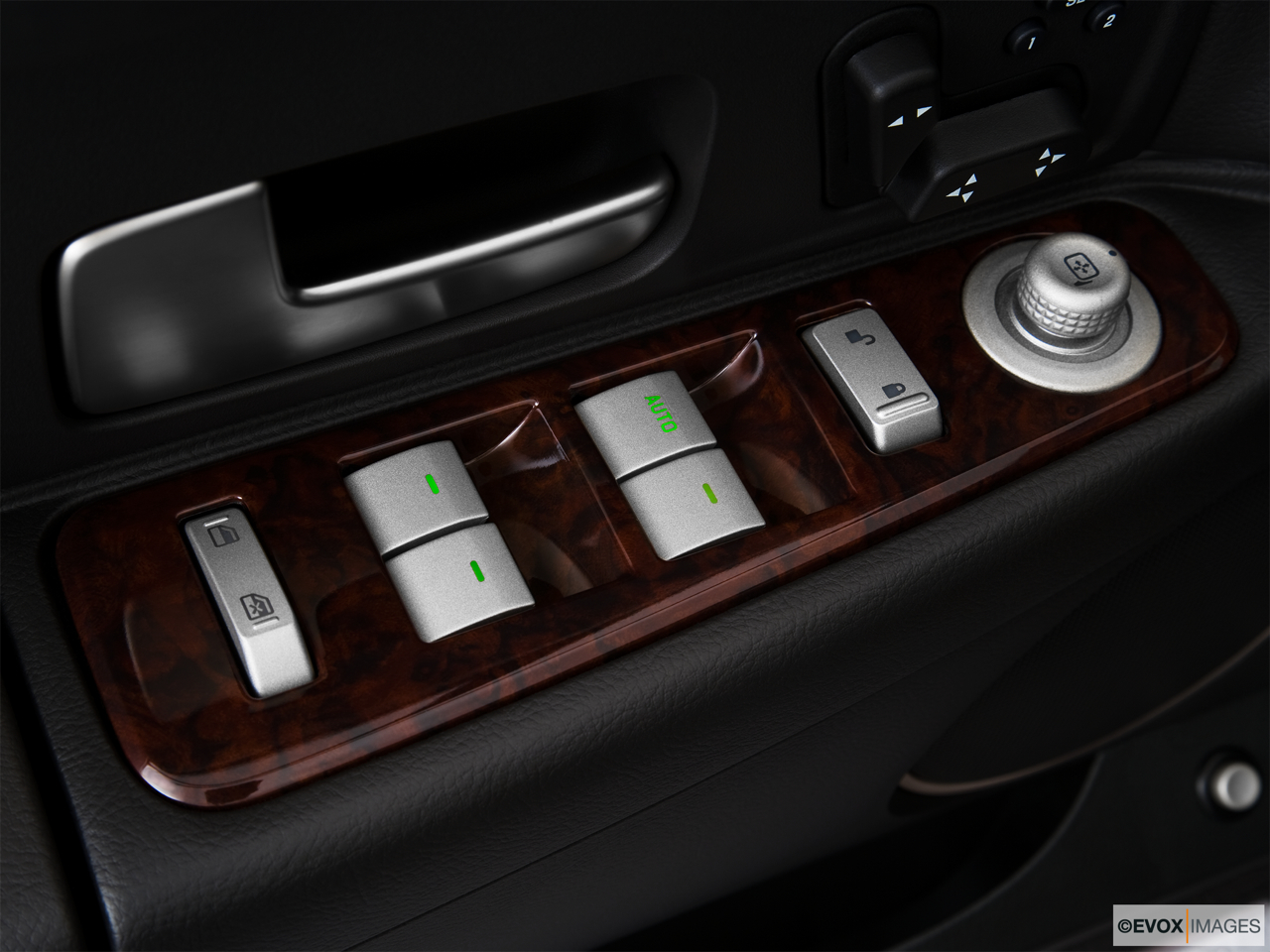 2010 Lincoln Town Car Signature L Driver's side inside window controls.