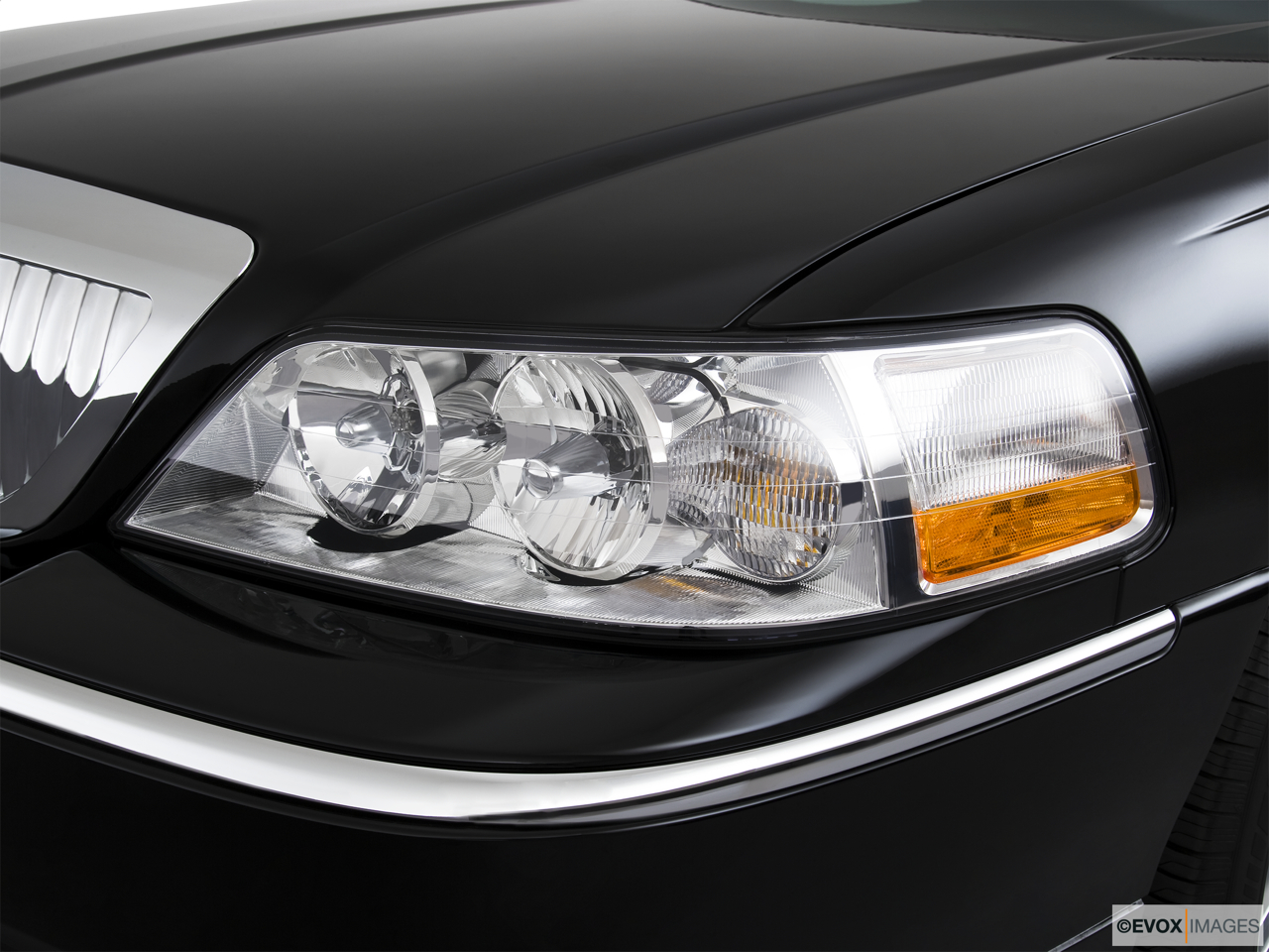 2010 Lincoln Town Car Signature L Drivers Side Headlight.