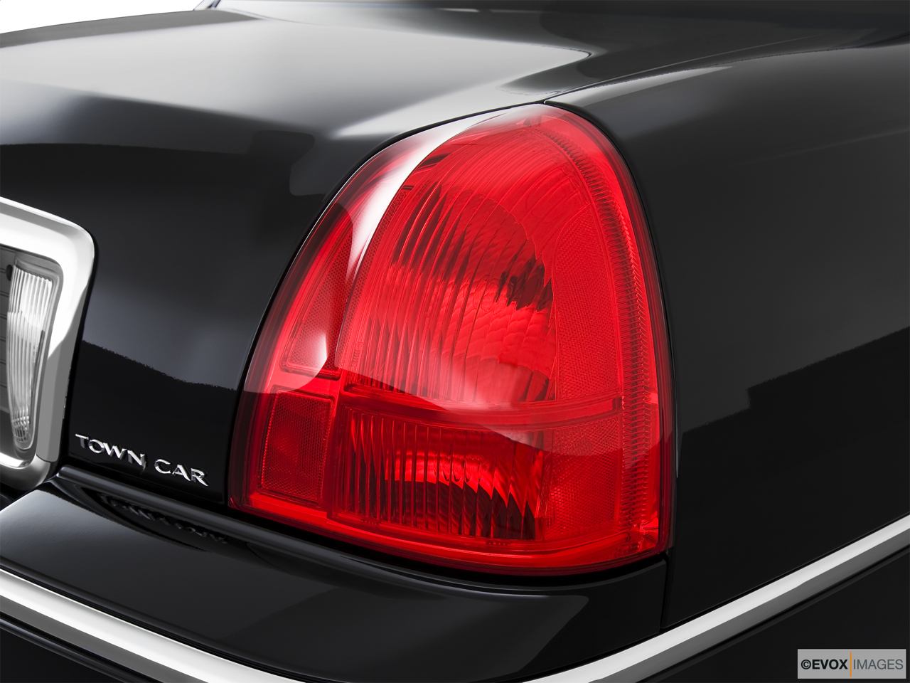 2010 Lincoln Town Car Signature L Passenger Side Taillight.