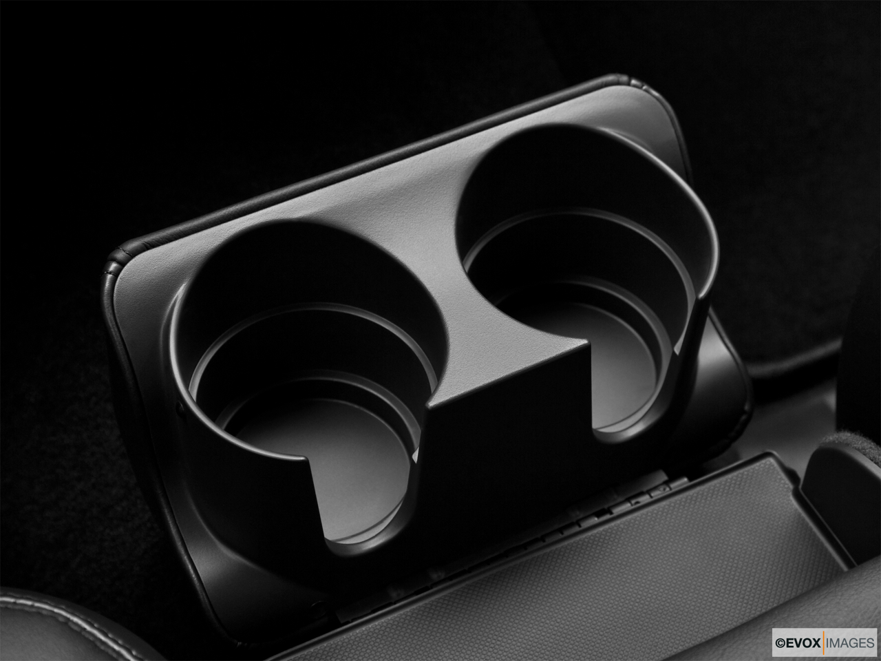 2010 Lincoln Town Car Signature L Cup holders.