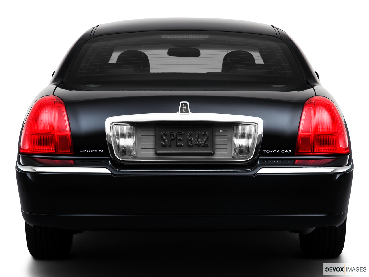2010 Lincoln Town Car Signature L Low/wide rear.