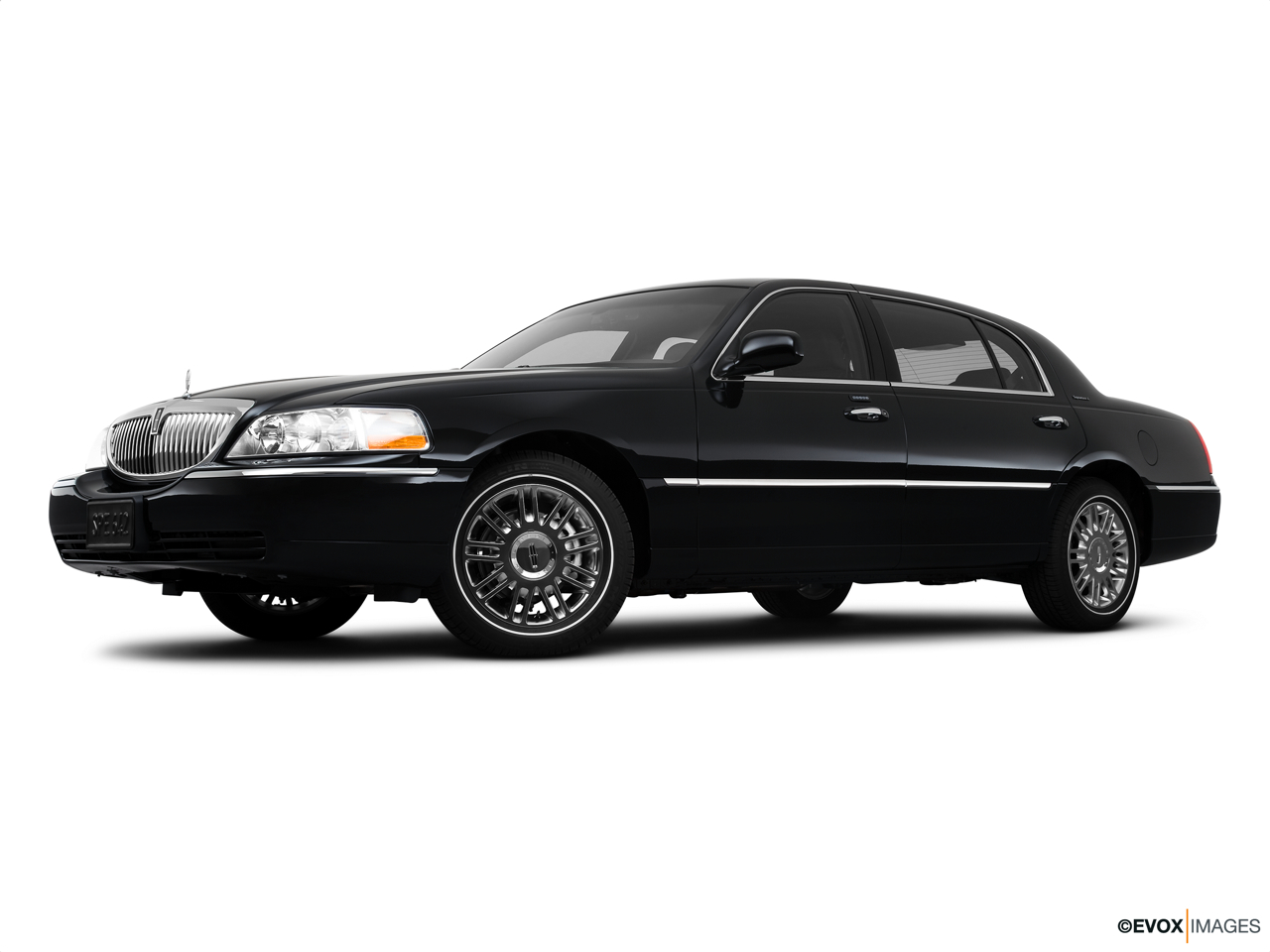2010 Lincoln Town Car Signature L Low/wide front 5/8.