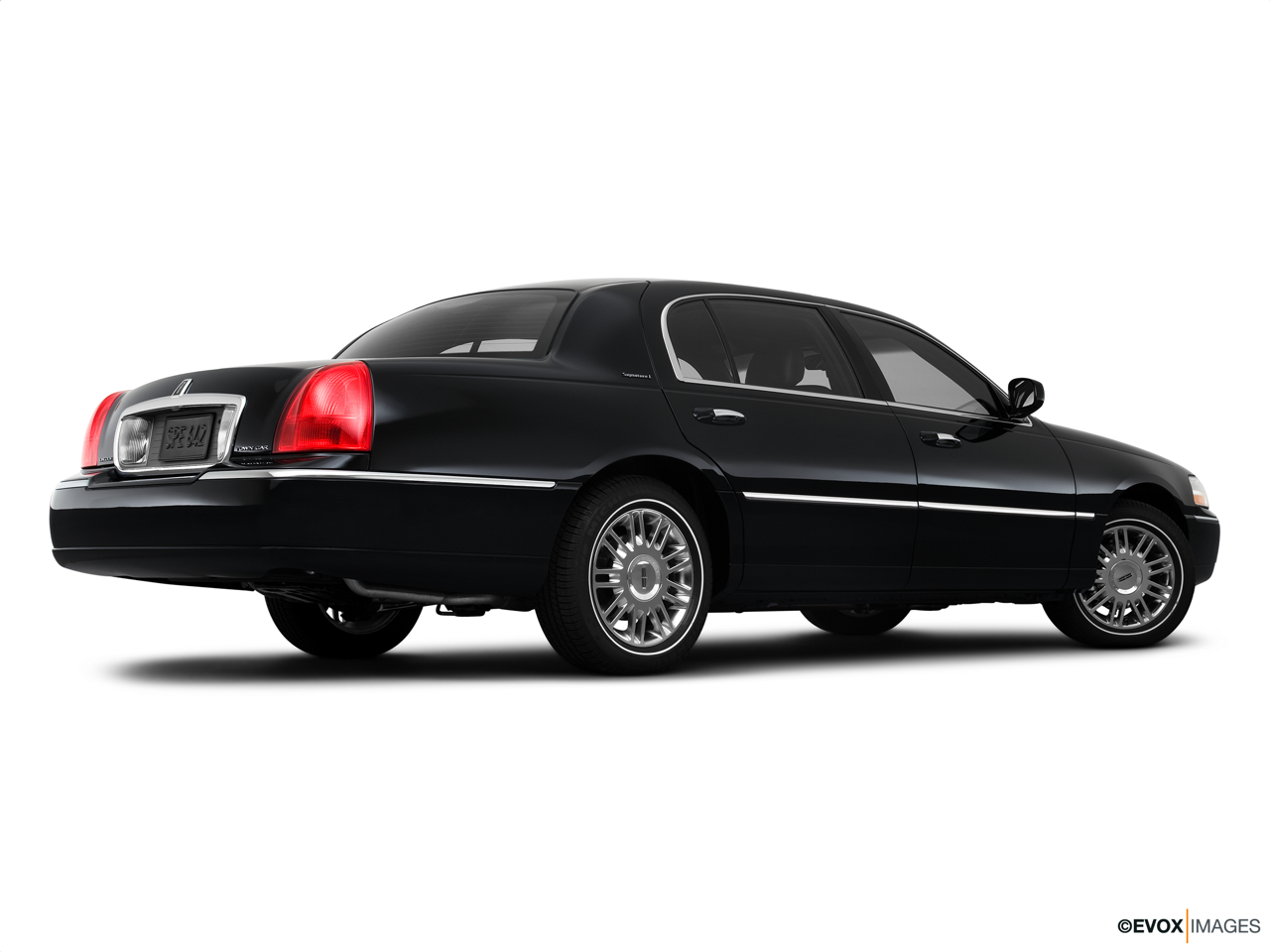 2010 Lincoln Town Car Signature L Low/wide rear 5/8.