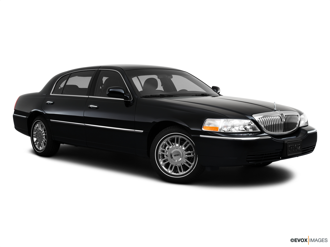 2010 Lincoln Town Car Signature L Front passenger 3/4 w/ wheels turned.