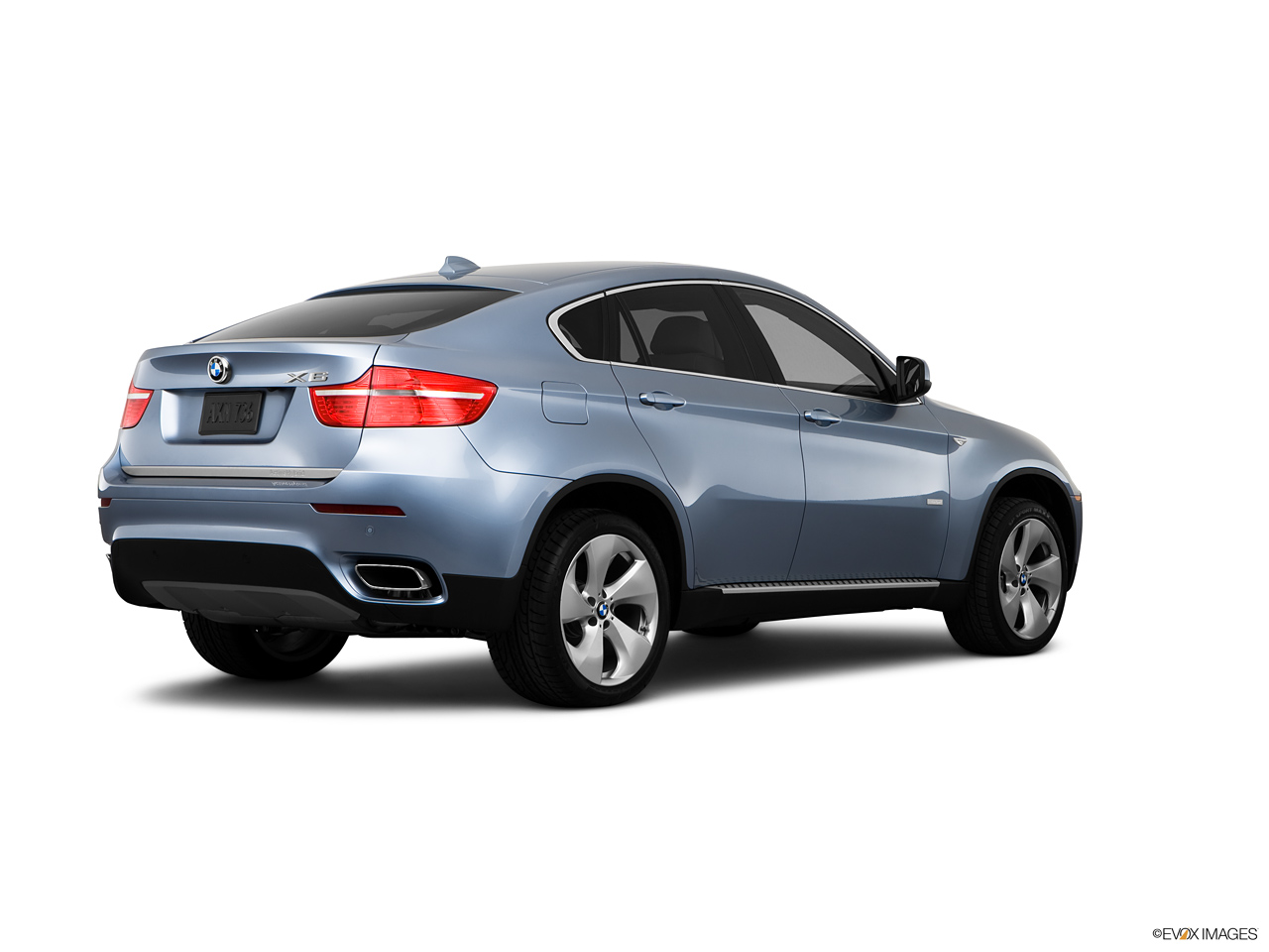2021 BMW X6 Hybrid  Rear Quarter