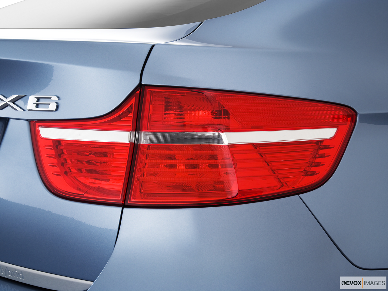 2010 BMW X6 Hybrid Base Passenger Side Taillight.